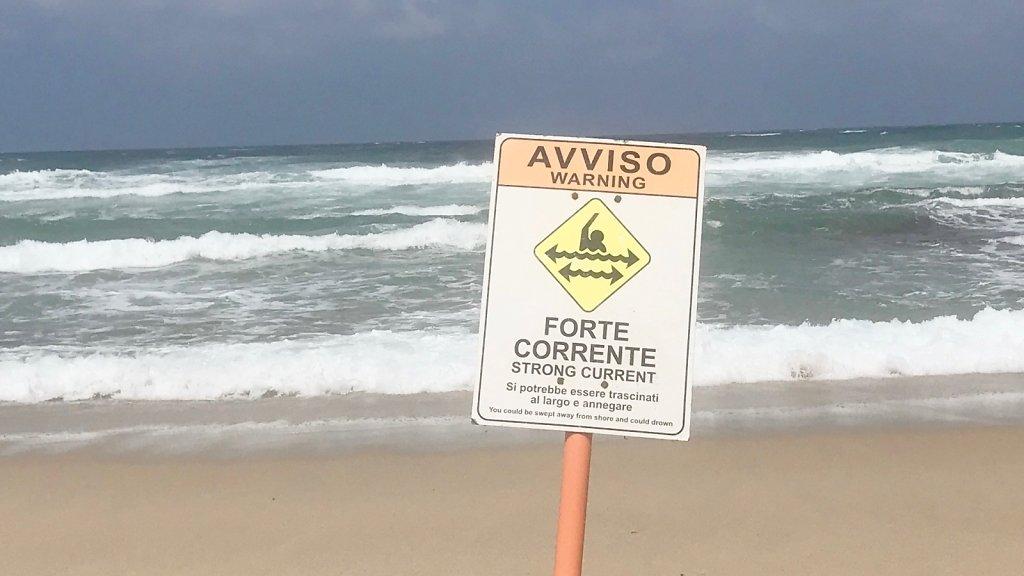 Baden ist im Meer vor Sardinien tatsächlich nicht immer ungefährlich